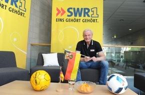 SWR - Südwestrundfunk: Hans-Peter Briegel mit SWR1 zu Gast in Einselthum / FCK-Legende besucht Fußballfan zum ersten Deutschland-Spiel am 12. Juni