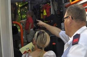 """Freiwillige Feuerwehr Bedburg-Hau: FW-KLE: """"Blaulicht und Martinshorn zum Anfassen"""" / Freiwillige Feuerwehr Bedburg-Hau präsentiert sich auf dem Sommerfest der LVR Klinik"""