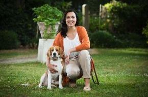 """SAT.1: """"Mission Familie"""": Therapiehund Archie unterstützt Psychologin Alina Wilms/SAT.1"""