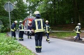 Feuerwehr Arnsberg: FW-AR: Große Übung des Basislöschzugs 1