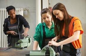 Ford-Werke GmbH: Mädchen und Auto: Ford lädt zum 15. Mal zum Girls' Day (FOTO)