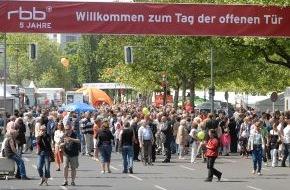 Rundfunk Berlin-Brandenburg (rbb): Große Resonanz auf den Tag der offenen Tür 80.000 Berliner und Brandenburger kamen zum rbb in Berlin