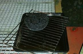 Feuerwehr Plettenberg: FW-PL: OT-Pasel. Pizza im Backofen vergessen. Bewohnerin kommt mit Verdacht auf Rauchgasinhalation ins Krankenhaus
