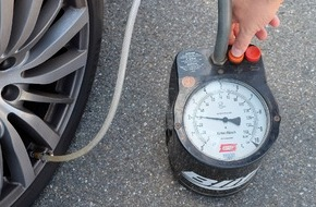 Dekra SE: Auf dem Plattfuß unterwegs / DEKRA Umfrage: Autofahrer prüfen zu selten den Reifendruck (FOTO)