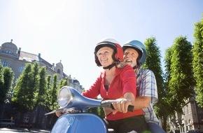 DVAG Deutsche Vermögensberatung AG: Mallorca, Frankreich, USA: Langzeiturlaub im Ruhestand / Inwiefern Wechselkurse, Wohnsitz oder Reiseziel den Rentenbezug und Versicherungsschutz von Senioren beeinträchtigen können, erklärt die DVAG