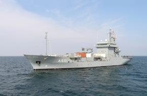 Presse- und Informationszentrum Marine: Tender Elbe koppelt mit Nato-Verband Der Tender Elbe wird das Flaggschiff des Einsatzverbandes sein