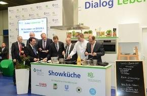 BLL - Bund für Lebensmittelrecht und Lebensmittelkunde e.V.: Die Spitzenverbände der Lebensmittelwirtschaft begrüßen Bundesminister Schmidt und Bürgermeister Müller auf der Grünen Woche