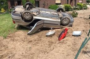 Freiwillige Feuerwehr Bedburg-Hau: FW-KLE: 90jähriger Niederländer überschlägt sich mit seinem Fahrzeug