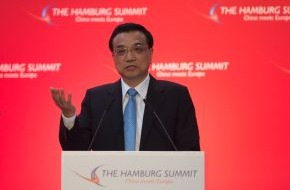 """Handelskammer Hamburg: """"The EU and China Need Each Other More Than Ever"""" / Chinese Premier Li Keqiang a guest at the """"Hamburg Summit"""" in the Chamber of Commerce (PHOTO)"""