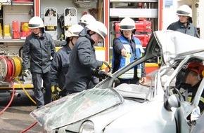 Feuerwehr Plettenberg: FW-PL: OT-Holthausen.Feuerwehrlöschgruppe Plettenberg-Holthausen präsentierte sich beim Tag der offenen Tür den Bürgerinnen und Bürgern des Elsetals.