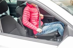 AXA Konzern AG: Daunen- und Skijacken im Auto sind gefährlich