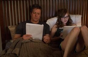 Constantin Film: Hugh Grant in WIE SCHREIBT MAN LIEBE? ab dem 13. November 2014 im Kino