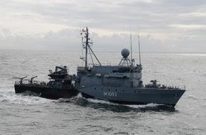 """Presse- und Informationszentrum Marine: Das Hohlstablenkboot """"Auerbach/Oberpfalz"""" verlässt Kiel zum NATO-Einsatz (FOTO)"""