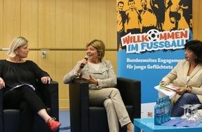 Deutsche Kinder- und Jugendstiftung GmbH: Daniela Schadt besucht Willkommensbündnis von Hertha BSC