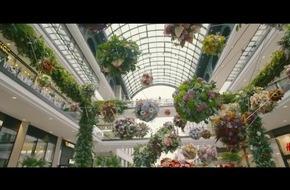 """Blumeninstallation sorgte im Herzen der Hauptstadt für Staunen / """"B(L)OOM!BLN"""" bezauberte Berlin mit imposantem Kunstwerk"""