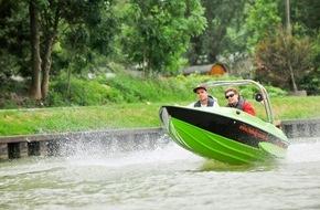 """ADAC: Mit """"Start Boating"""" Freizeitkapitän für einen Tag / ADAC-Sportschifffahrt unterstützt kostenfreie Schnupperfahrten"""