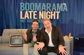 """Tele 5: """"Der Klügere kippt nach"""" - die Gäste am 4. Mai: Désirée Nick, Lina van de Mars und Bodo Bach / Und: Oliver Kalkofe bei Aurel Mertz in """"Boomarama Late Night"""" am leider geilsten TV-Montag auf TELE 5"""