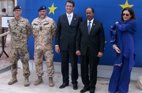 Presse- und Informationszentrum Marine: Seebefehlshaber trifft Präsidenten: Europa-Tag in Somalia