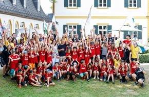 Deutsche José Carreras Leukämie-Stiftung e.V.: Philipp Lahm im 5. Sommercamp für junge Leukämiepatienten - rund 80 Kinder sind begeistert