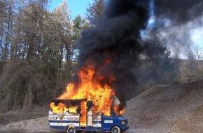 Dekra SE: DEKRA Brandversuch mit Reisemobil / Lebensretter Rauchmelder: Nur 1-3 Minuten Zeit zum Löschen