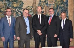Zentralverband Deutsches Kraftfahrzeuggewerbe: Ein Jahr Mindestlohn - Kfz- und Tankstellengewerbe ziehen Bilanz