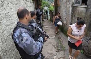 """kabel eins: Eine Welt ohne Regeln mitten im WM-Trubel? Die Reportage """"Die Welt der Favelas"""" am 11. Mai um 22:15 Uhr in """"Abenteuer Leben"""" bei kabel eins"""