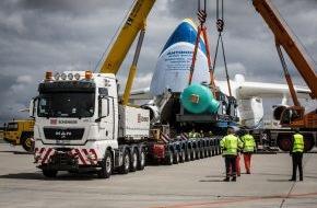 Deutsche Bahn AG: DB Schenker bringt 141-Tonnen-Zylinder mit Schiff, Lkw und Flugzeug von Berlin nach Kanada