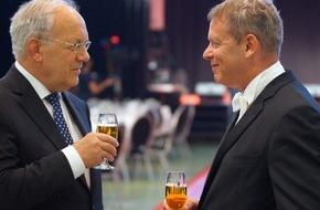 GastroSuisse: GastroSuisse: 125e assemblée ordinaire des délégués 2016 à Olten / Le Président de la Confédération remercie le secteur de l'hôtellerie-restauration et invite au dialogue