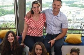 FeWo-direkt: Erste Urlauber-Übernachtung im Eiffelturm: Französische Familie schläft erstmalig in dem Pariser Wahrzeichnen
