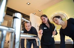 ELEMENTS: Ein neues Bad? Eine Frage des Vertrauens / Bei ELEMENTS kann sich der Verbraucher jederzeit auf das Zusammenspiel von Berater und Fachhandwerker verlassen