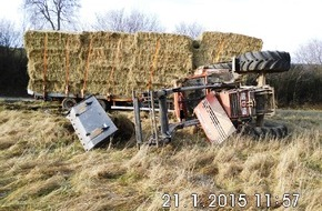 Polizeiinspektion Hildesheim: POL-HI: Verkehrsunfall B 240 - Landwirtschaftlicher Zug auf Gefällstrecke verunfallt