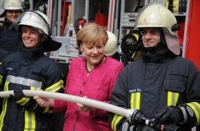 """Deutscher Feuerwehrverband e. V. (DFV): Bundeskanzlerin lobt Engagement der Feuerwehr / DFV-Präsident Kröger: """"Zeitgemäße Ausrüstung für Einsatzkräfte wichtig!"""""""