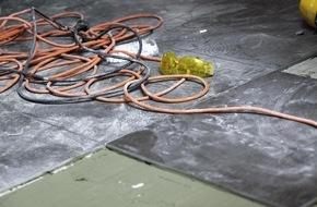 BG ETEM - Berufsgenossenschaft Energie Textil Elektro Medienerzeugnisse: Ein defektes Kabel: Zwei Tote