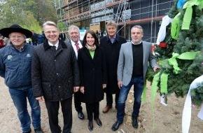 Deutsche Bundesstiftung Umwelt (DBU): Richtfest für neues Gebäude der Naturerbe GmbH mit der DBU-Kuratoriumsvorsitzenden Schwarzelühr-Sutter