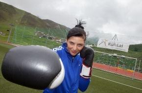 Tourismusbüro Kühtai: Kühtai im Boxfieber - Weltmeisterin Christina Hammer vor dem Wettkampf im Höhentrainingslager auf 2.020 Metern