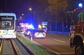 Feuerwehr Gelsenkirchen: FW-GE: Person von Straßenbahn erfasst und lebensgefährlich verletzt