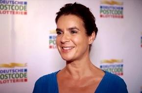 Katarina Witt ist Botschafterin der Deutschen Postcode Lotterie / Eiskunstlauflegende repräsentiert neue Soziallotterie und erhält einen Förder-Scheck für ihre Katarina-Witt-Stiftung