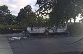 Feuerwehr Stolberg: FW-Stolberg: Wohnwagen  komplett  ausgebrannt - niemand verletzt