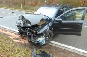 Polizeipräsidium Westpfalz: POL-PPWP: Schwerverletzter bei Frontalzusammenstoß