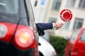 Polizeipressestelle Rhein-Erft-Kreis: POL-REK: Räuberische Erpressung auf Pkw-Fahrerin - Pulheim