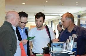 MOLL bauökologische Produkte GmbH: BUILDAIR 2015: pro clima TV-Interviews zu BlowerDoor-Großmessungen, zum neuen Beiblatt der DIN EN 13829 und zur Hilfe bei Verklebungsdetails