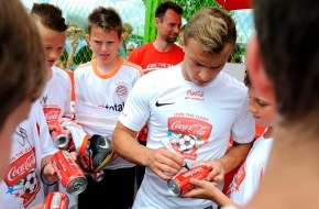 Coca-Cola Schweiz GmbH: Salatic und Schönbächler kommen ans Fussball Festival / Attraktives Rahmenprogramm am Final-Wochenende der Coca-Cola Junior League