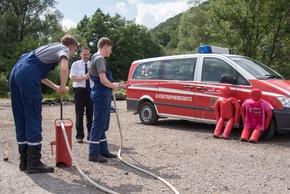 """FW-OE: """"Edeltraud"""" und """"Flori"""" jetzt Mitglieder der Jugendfeuerwehr Lennestadt"""