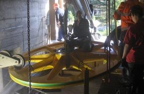 Schilthornbahn AG: Schilthornbahn AG - Neue Umlenkräder eingebaut / Fahrplanmässiger Betrieb ab Mittwoch 25.07.2012 garantiert