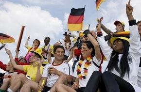Allianz Global Assistance: 11 Freunde müsst ihr sein / Mit der ELVIA Gruppenreiseversicherung sorglos zur Europameisterschaft nach Frankreich