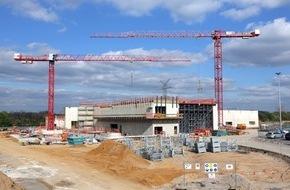 Ford-Werke GmbH: 4.000 Kubikmeter Beton verarbeitet: Wichtige Etappe beim Bau des neuen Klimawindkanal-Zentrums von Ford erreicht