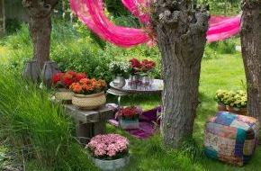 Blumenbüro: Tausend und eine Kalanchoë im Draußen-Wohnzimmer / Die Kalanchoë im Oriental Style belebt den Außenbereich