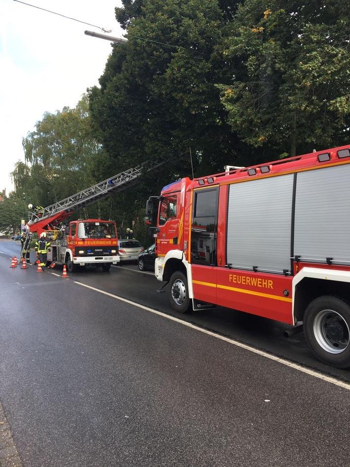 Für die Einsatzmaßnahmen war die Wuppertaler Straße halbseitig gesperrt.