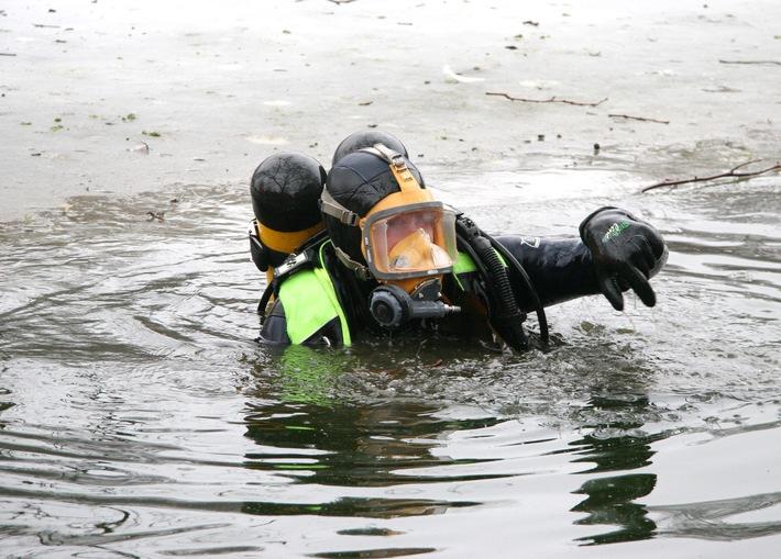 FW-E: Person im Wasser