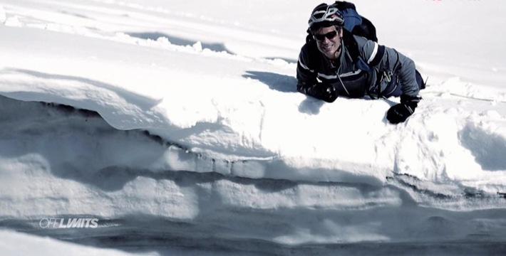 """Gefangen in der Gletscherspalte: Abenteurer Harro Füllgrabe wird bei """"Off Limits"""" zum Überlebenskünstler - ab 14. Februar 2016 auf ProSieben MAXX"""